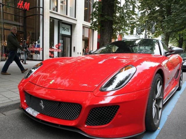 Ferrari-Fahrer hat keine Kohle zum Tanken – Abschlepper nahm die Edelkarosse kurzerhand mit