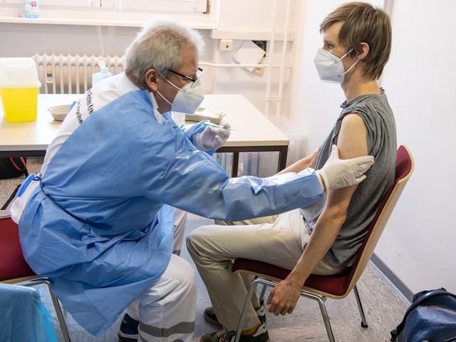 Corona-News: Delta dominiert, Inzidenz steigt – und die Impfkampagne stockt