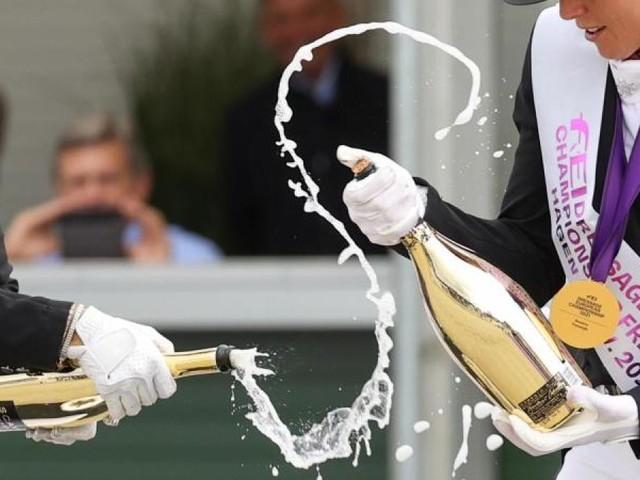 Fünfmal Gold: Champagner-Schlacht für neue Dressurkönigin