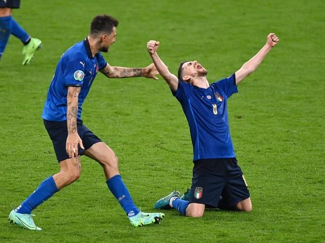 """""""Es herrscht eine große Sehnsucht nach einer erfolgreichen Nationalmannschaft"""": Insider erklärt, wie Italien Fans und Experten bei der EM begeistert"""