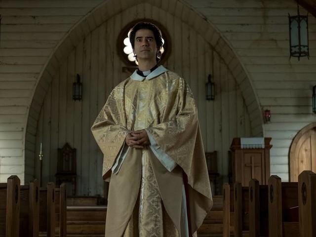 """Midnight Mass"": Mike Flanagan erzählt, wie gruselig Kirche sein kann"