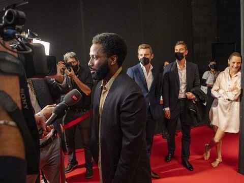 Schweiz - Filmfestival Locarno: Eröffnung unterm Regenschirm