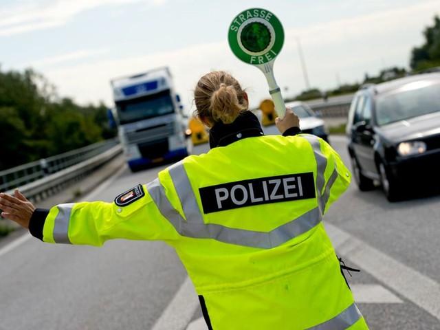 Vorfall auf Autobahn: Todmüder Brummi-Fahrer schläft mitten auf der A6