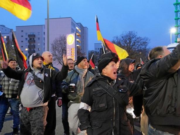 Kundgebungen: Wie die Pegida-Demo in Duisburg die Polizei forderte