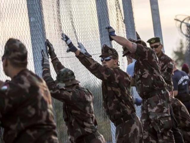 """Auch Österreich darunter - Zwölf EU-Staaten fordern """"physische Barrieren"""" gegen Migranten an Außengrenzen"""