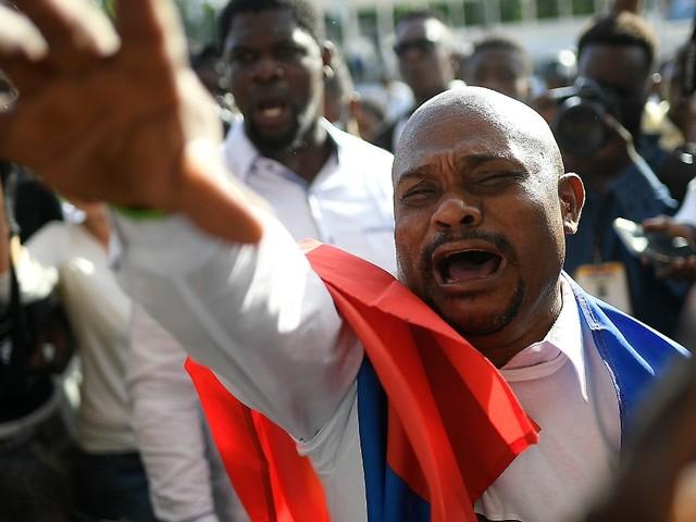 Schüsse, Tränengas und Angriffe: Begräbnis von Haitis Präsidenten eskaliert