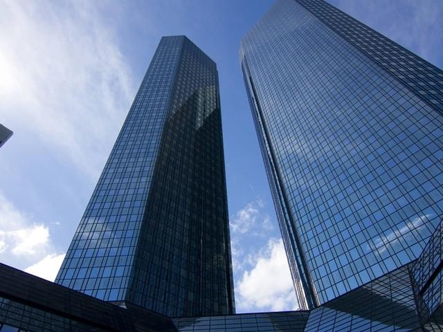 ++ Deutsche Bank streicht rund 18.000 Stellen ++