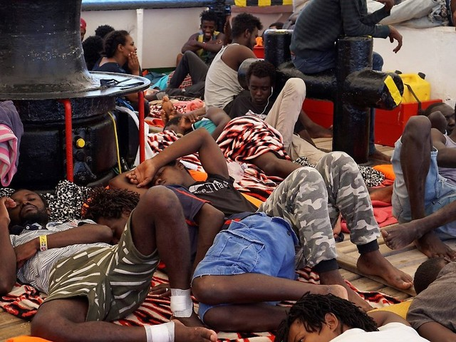"""Gegen Salvinis """"Überzeugung"""": Minderjährige Flüchtlinge verlassen Schiff"""