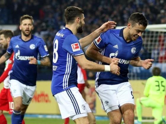 Schalke baut gegen Augsburg Serie aus