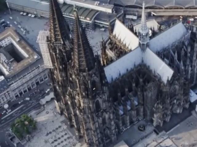 Kölner Dom von Unbekannten über Nacht um 360 Grad gedreht