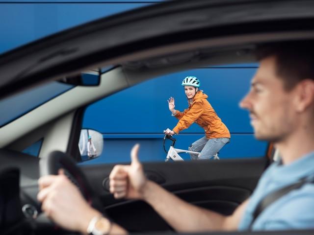 Ford vermittelt zwischen Auto- und Radfahrern