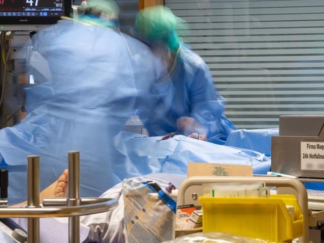 """Intensivstations-Leiter: """"Lockdown allein hilft nicht gegen Pandemie"""""""