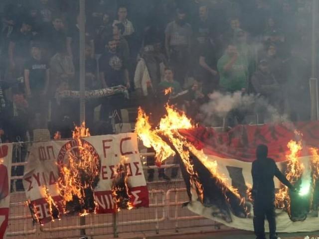 Fan-Krawalle: Deutscher Schiri beendet Athen-Derby vorzeitig