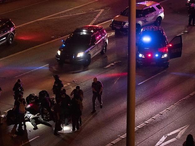 Proteste in den USA: Auto rast in Gruppe von Demonstranten – zwei Schwerverletzte
