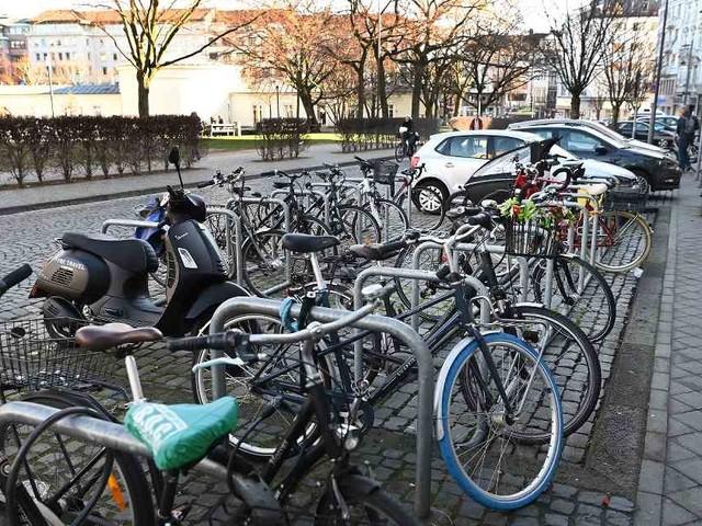 Einzelhändler empört: Autos verbannt für neue Radparkplätze