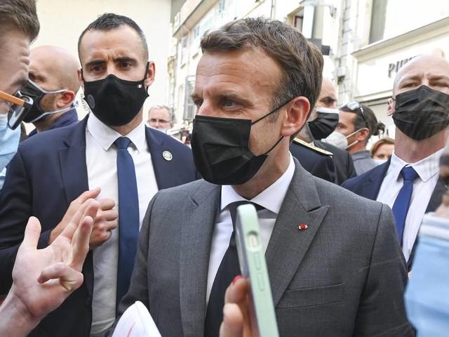 Video zeigt Ohrfeige: Mann greift Frankreichs Präsident Macron an