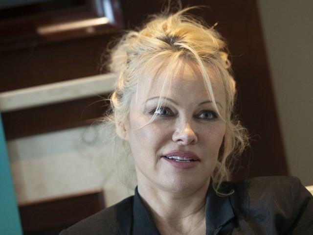"""Ex-""""Baywatch""""-Star wieder solo: Pamela Anderson trennt sich von Fußball-Weltmeister"""