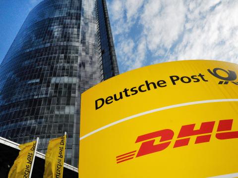 DHL und Post warnen Betrügern: Worauf Kunden jetzt achten müssen
