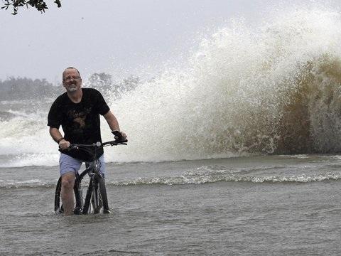 """Ganze Landstriche unter Wasser: Tropensturm """"Barry"""" trifft die Südküste der USA hart"""