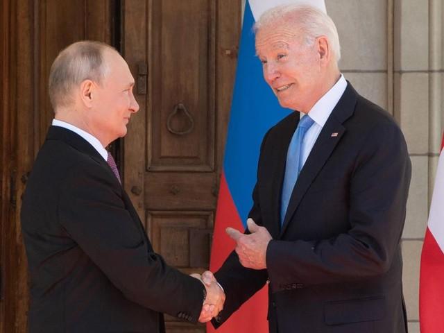 Ein nervöser Putin, ein cooler Biden – was ihre Körpersprache verrät