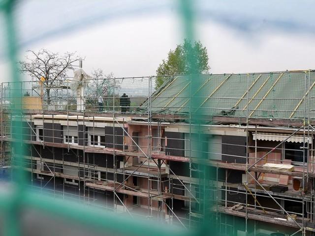 Aufstockung von Häusern in Untertürkheim: Dach runter, Etage rein, Dach drauf