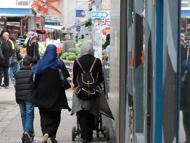 Migranten-Anteil wird massiv überschätzt - auch in Österreich