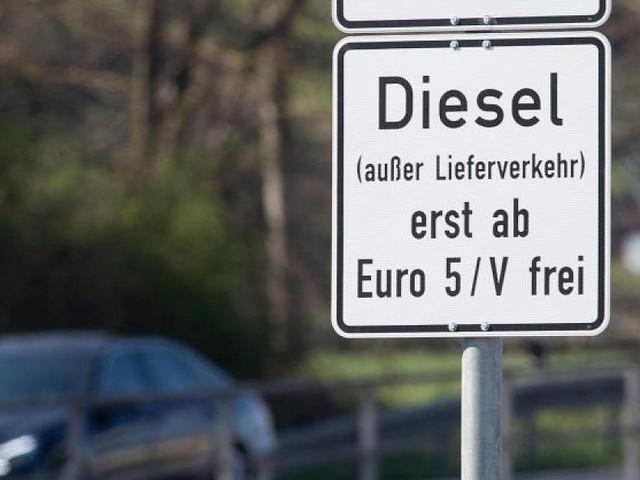 Es haperte an der Standfestigkeit bei Wind - Weil Schilder noch nicht stehen: Berliner Fahrverbote kommen später