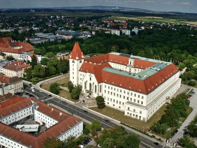 Die Burg mitten in Wiener Neustadt