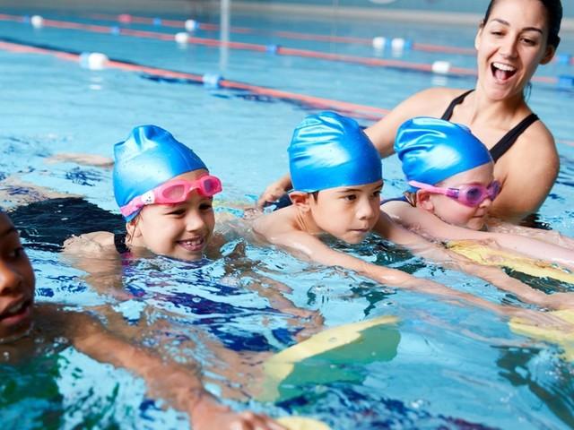 """""""Die nächsten zehn Jahre wird uns das um die Ohren fliegen"""": Schwimmlehrerverband beklagt steigende Zahl von Nichtschwimmern durch Corona"""