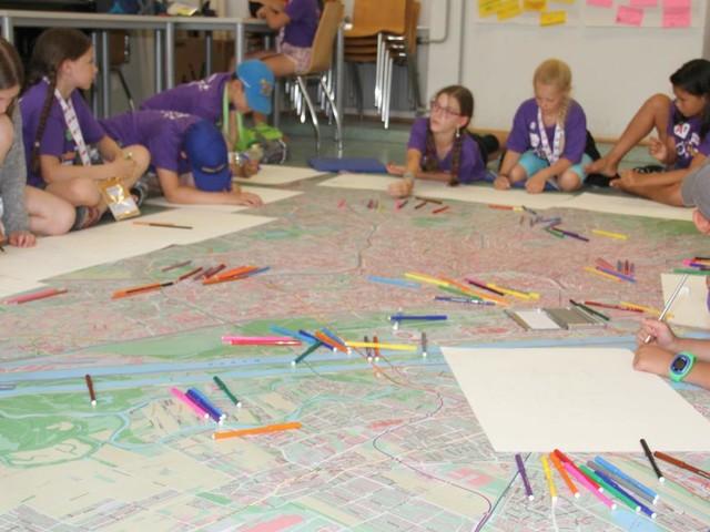 Kinder planen Städte um: Waldwege auf Hausdächern...