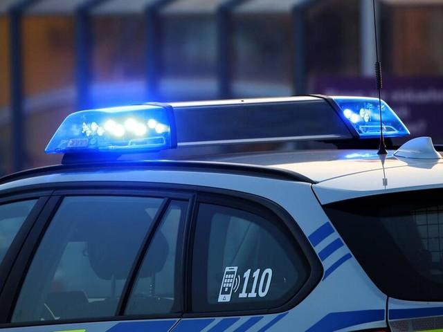 Mutmaßliche Hochzeitsgesellschaft in Luxusautos blockiert Autobahn in NRW