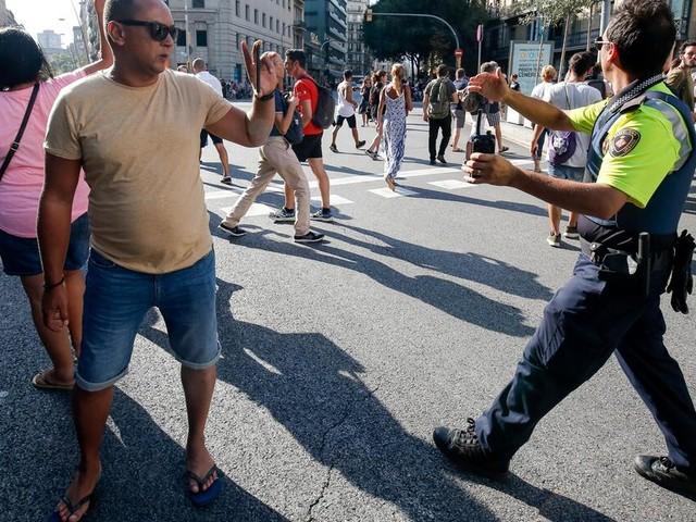 Livestream: Lieferwagen fährt in Barcelona in Menschenmenge
