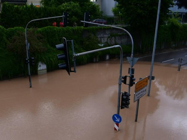 Wetter in Deutschland und weltweit - Heute Schauer und Gewitter - Golfturnier wegen Unwetter abgebrochen