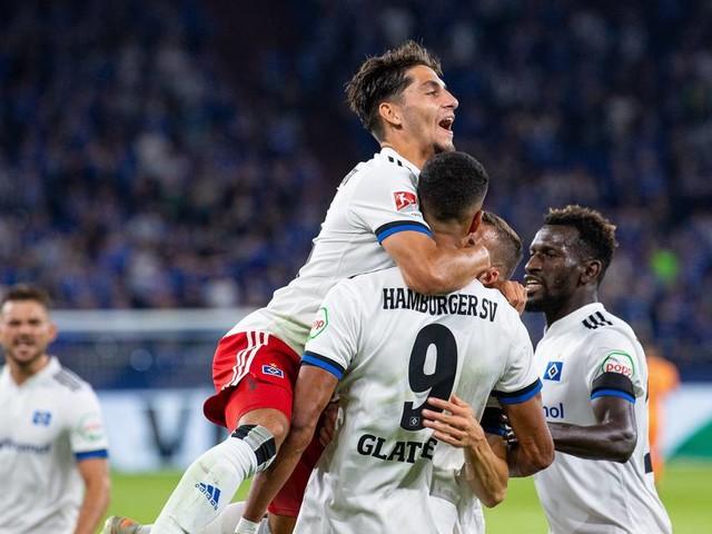 Später Schock: Hamburger SV schlägt Schalke 04 zum Saisonauftakt in der 2. Liga
