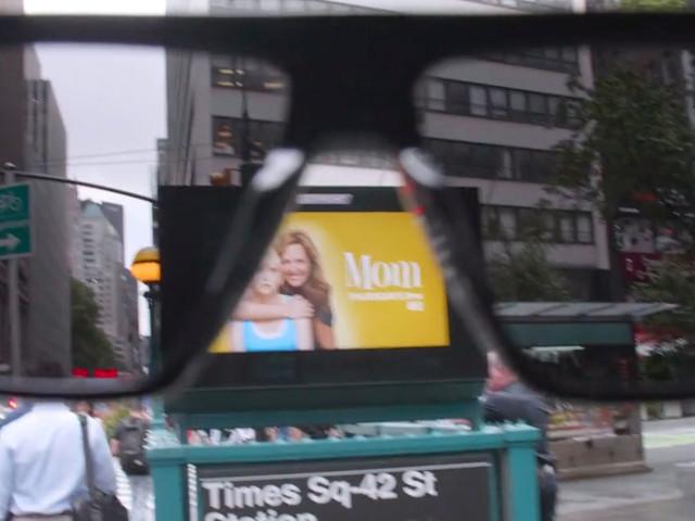 Real Life Adblocker: Sonnenbrille, die alle Inhalte von Werbe-Displays in der Stadt ausblendet