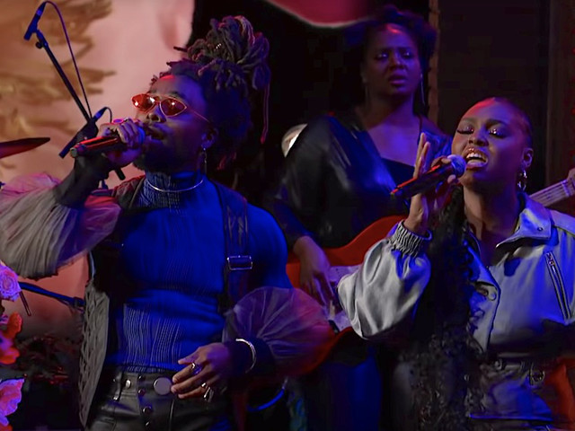 "Tiana Major9 & EARTHGANG performen ""Collide"" live @ The Late Show"