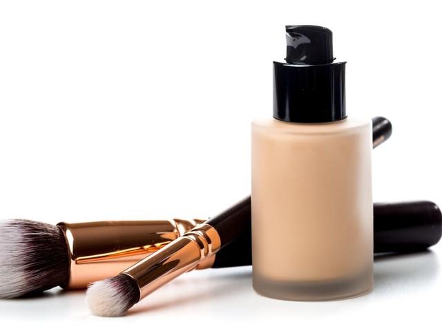 Make-up und Tagespflege: Natürlicher Teint: CC Cream gegen Rötungen, Pigmentstörungen und kleine Fältchen