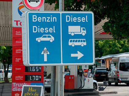 Spritpreis: Höherer Diesel-Preis durch Klimaziele nötig Studie: Diesel muss 70 Cent teurer werden