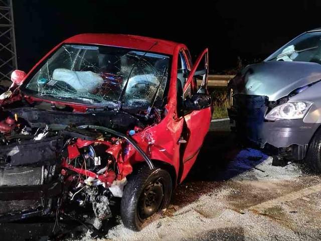 Unfall: Fahrer wird bei Frontalzusammenstoß auf L2 bei Meckel eingeklemmt
