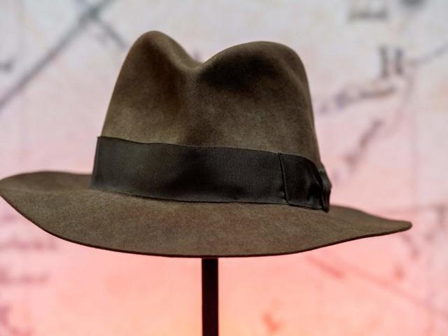 Reporter isst nach falscher Wahlprognose Teile eines Huts