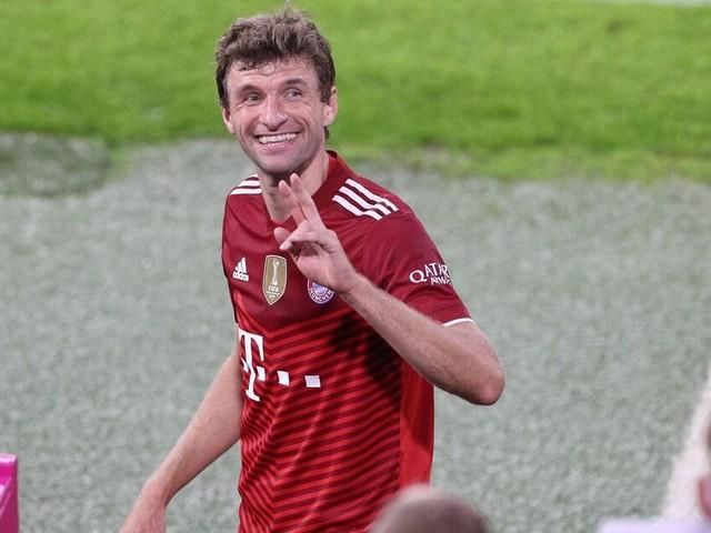 Müller postet kurioses Kindheitsfoto - Ehefrau und Schweinsteiger sticheln