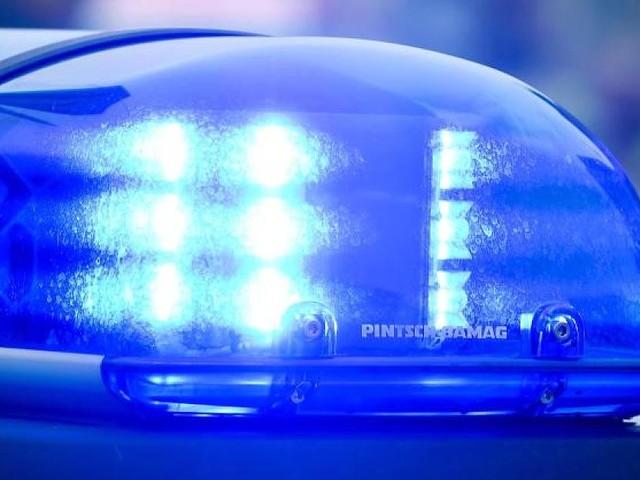 Düsseldorf - Zu grell für die Straße? Polizei zieht goldene Protz-Karre aus dem Verkehr