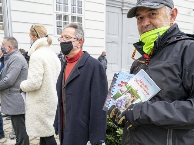 """Kein Abholen möglich: Buchhandel """"empört"""", Anschober will """"prüfen"""""""