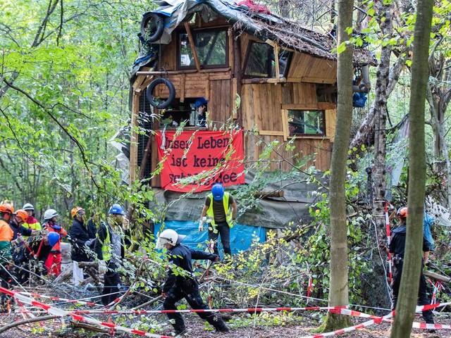 Gerichtsentscheidung in Aachen: Protestcamp am Hambacher Forst muss geräumt werden