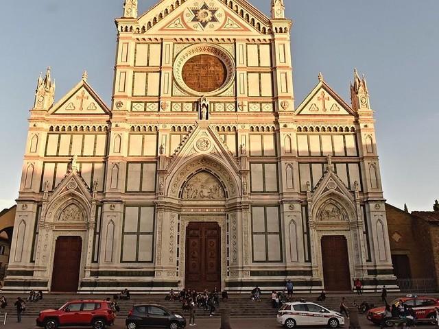 """Unglück in Franziskanerkirche """"Santa Croce"""" - Florenz: Stein löst sich von Kirchendecke und erschlägt spanischen Touristen"""