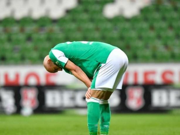 Fußball: Rückschlag für Werder: Bremens Ömer Toprak droht Saison-Aus