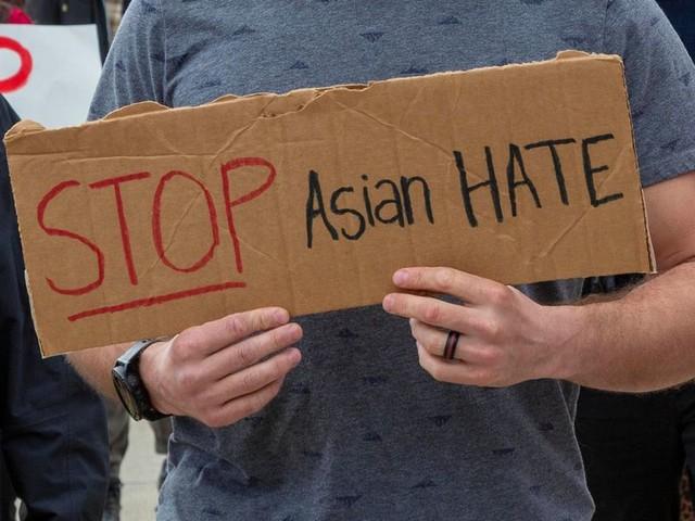 San Francisco: Asiatinnen an Bushaltestelle mit Messer angegriffen