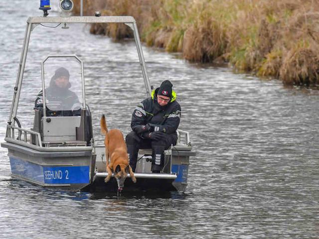 Vermisste 15-Jährige: Spürhunde suchen auf Brandenburger See nach Rebecca