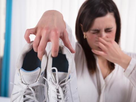 Lieblingsschuhe stinken? Mit diesem Trick vertreiben Sie den üblen Geruch