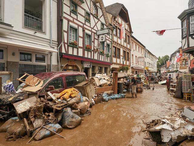 Wetter in Deutschland - Warnung vor Starkregen, Gewitter und Hagel im Norden Bayerns